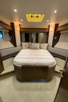Marquis 630 Sport Yacht image