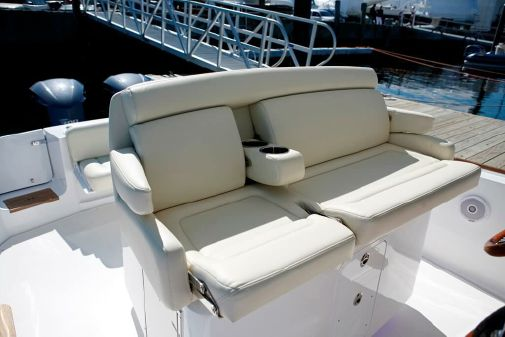 Hunt Yachts Center Console 32 image