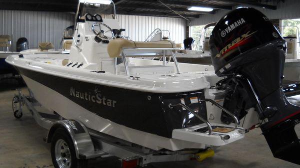 NauticStar 195