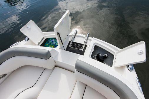 Bayliner 190 Deck Boat image