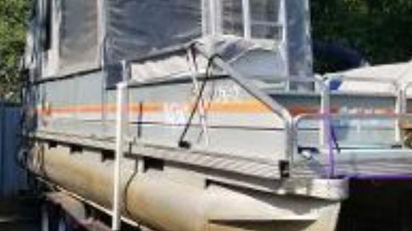 Sun Tracker Partyhut