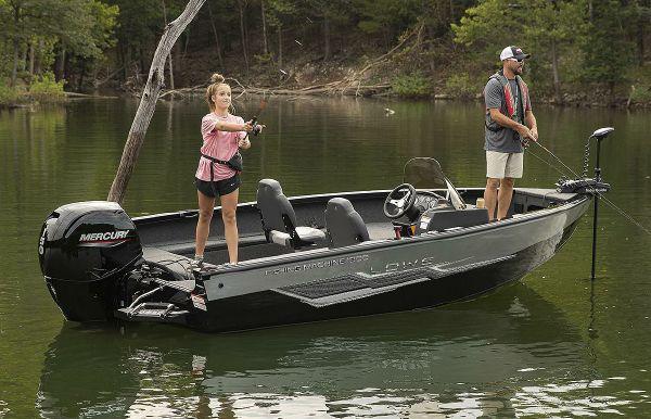 2022 Lowe Fishing Machine 1800 SC