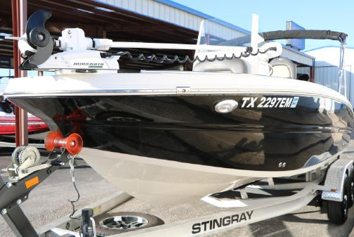 Stingray 216 CC image