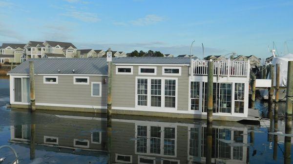 Custom Harbor Homes Houseboat