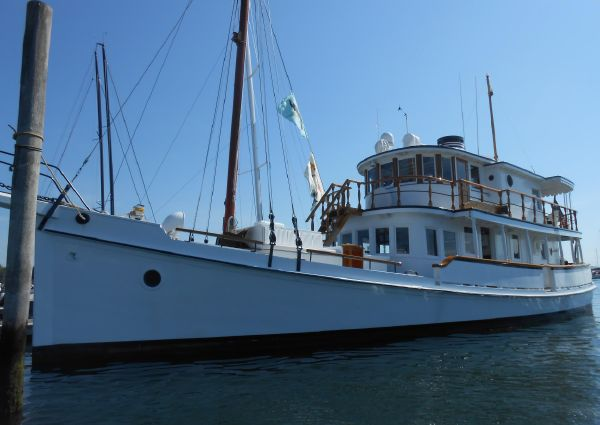 Custom COASTAL QUEEN Oyster Buy Boat image