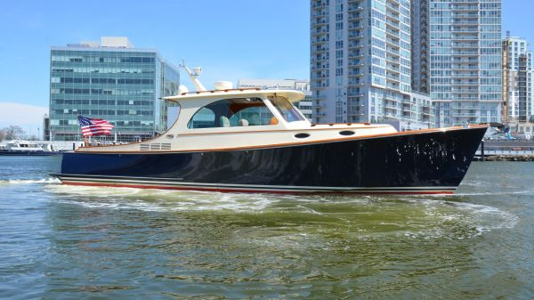 Hinckley Picnic Boat MKIII Windscape