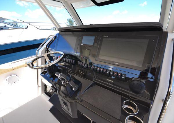 Pursuit S 408 Sport image