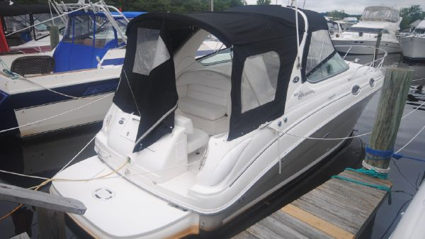 Sea Ray 280 Sundancer Starboard View
