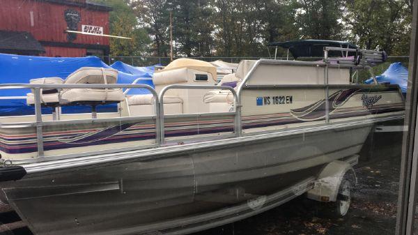 Voyager Pontoons Cruise & Fish