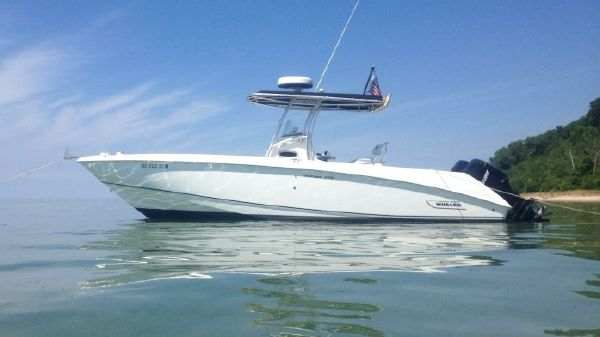 Boston Whaler 270 Outrage AT ANCHOR