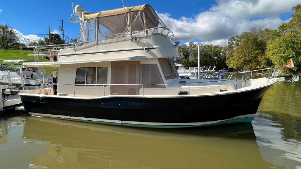 Mainship 40' 400 Trawler
