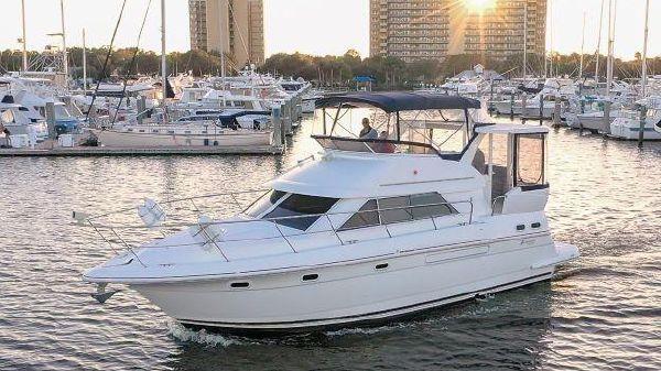 Cruisers Yachts 3750 Motor Yacht