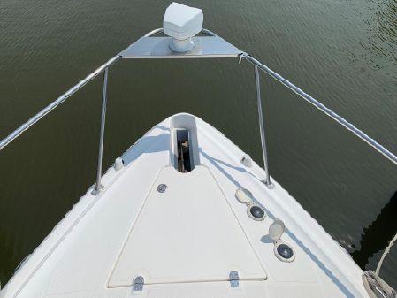 Cruisers Yachts 3275 Express image