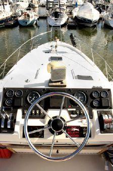 Bayliner 3870 Cockpit Motor Yacht image