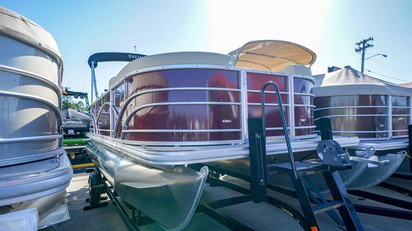 Sylvan 820 Mirage Cruise