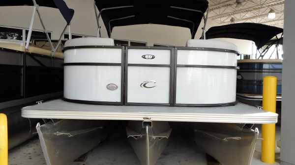 Crest 220 L Pontoon 2017 Crest 220 L Pontoon Boat Passenger Ski & Fish