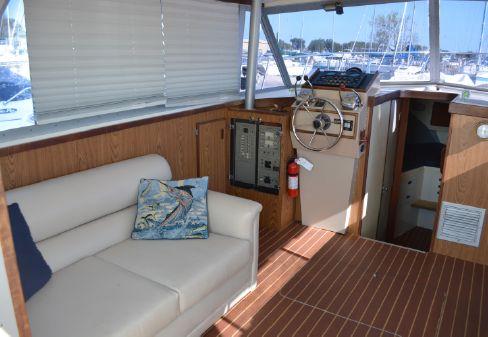 Bertram 33 Flybridge Cruiser image