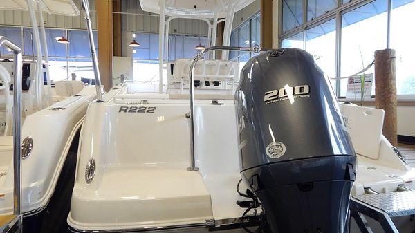 Robalo R222 Center Console