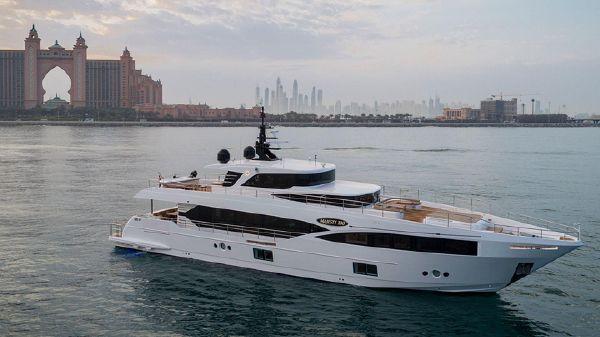 Majesty Yachts 100 ft