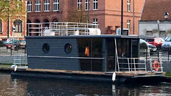 Waterlodge TWO Floating Studio Apartment