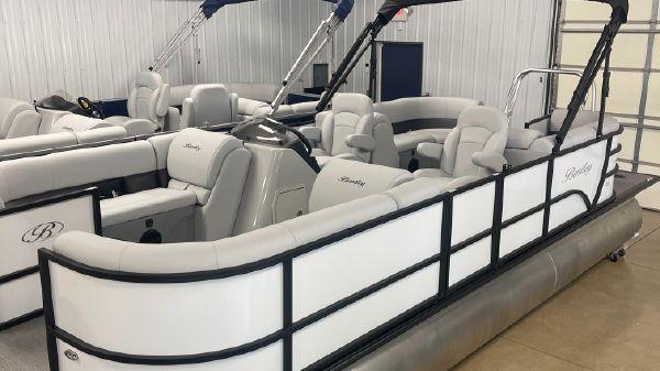 Bentley Pontoons 220 navigator