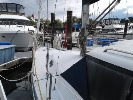 Catalina 30-34 Pilothouse image
