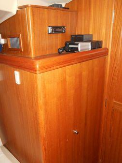 Hunter 426 Deck Saloon image