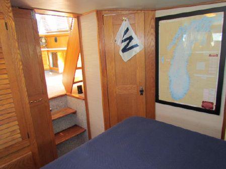 Silverton 40 Aft Cabin image