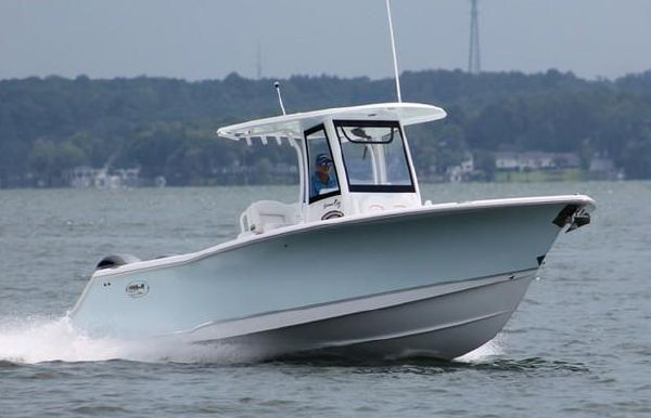 2019 Sea Hunt Gamefish 27 with Coffin Box