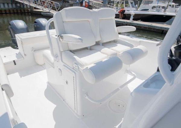 Sea Hunt Gamefish 27 with Coffin Box image