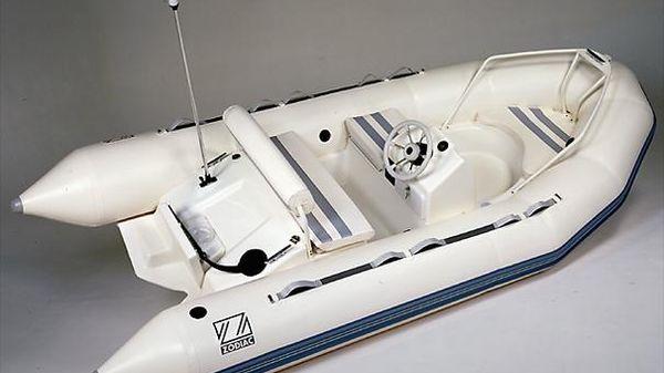 Zodiac 380 DL Manufacturer Provided Image: Yachtline 380 DL
