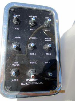 Cobia 220 Dual Console image