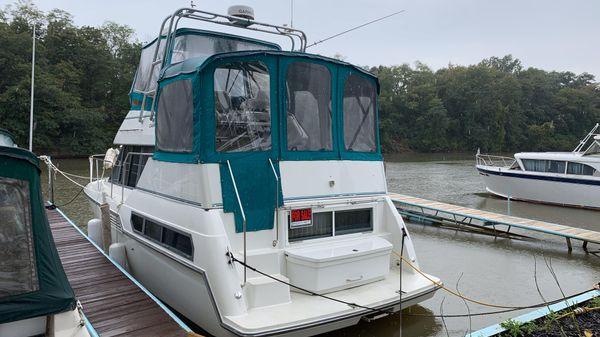 Carver 325 Aft Cabin Motor Yacht