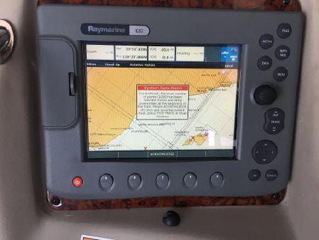 Sea Ray Sundancer 320 image