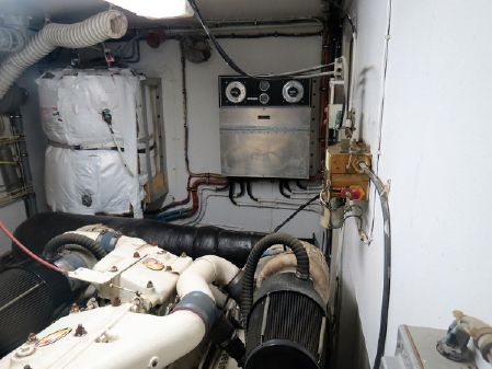 Hatteras 61 Motor Yacht Stabilized image