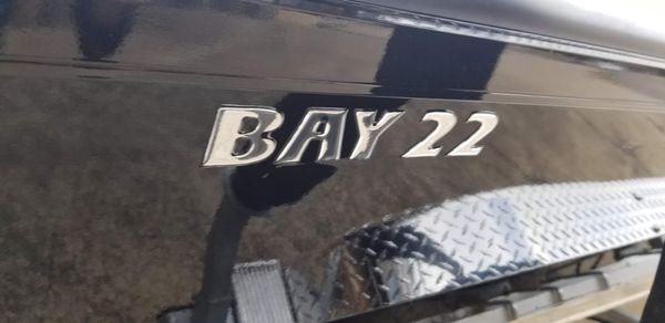 Lowe 22 Bay image