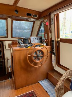 Marine Trader LaBelle Sundeck Trawler image