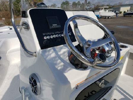 Sea Pro 208 Bay image