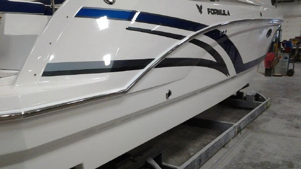 Formula 330 Crossover Bowrider