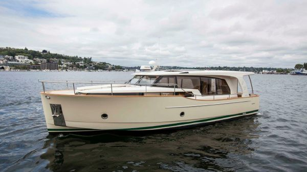 Greenline 40 Hybrid Diesel/Electric Yacht