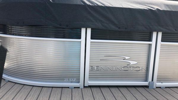 Bennington 25 SSBXP TRIPLE-TOON