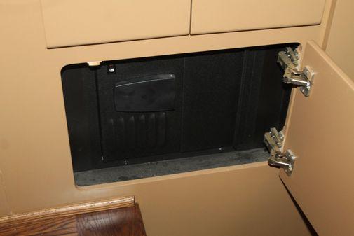 Carver 405 Aft Cabin image