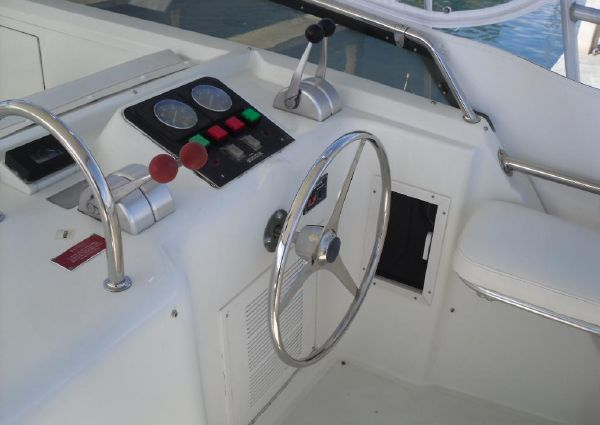 Hatteras Convertible 58' image