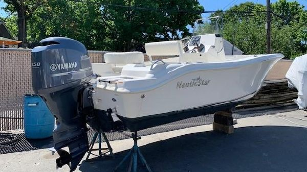 NauticStar 1900XS Offshore