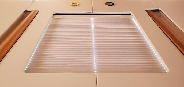Jeanneau 45 Deck Salon image