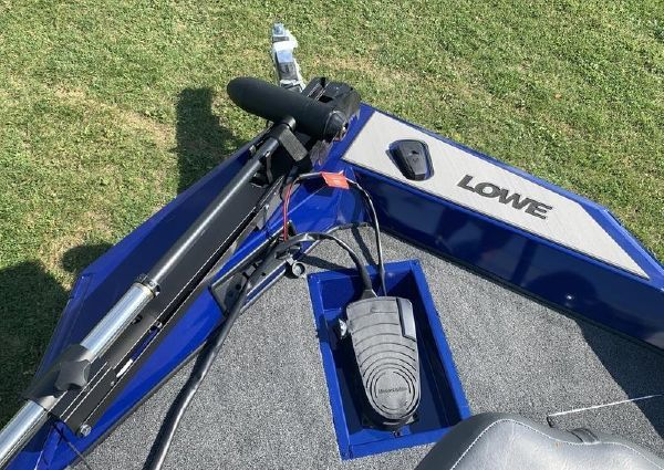 Lowe Stinger 188 Dual Console image