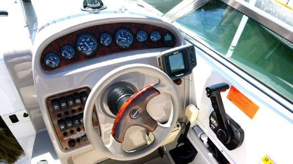 24' Chaparral Signature Express Cruiser