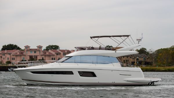 Prestige Yachts 500 Flybridge Port Side