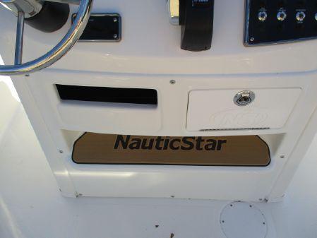 NauticStar 211 Hybrid image