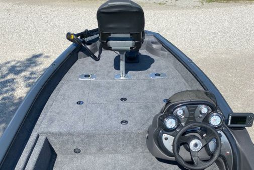 Tracker Pro Team 175 TF w/ 60 ELPT FourStroke and Trailer image